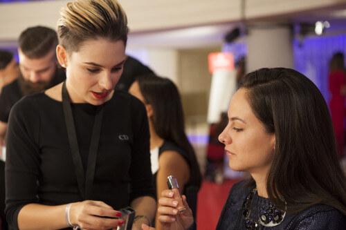 Alumnos y profesores de Mara Fervi, de Workshop Experience en Glamour Street Fashion Show. Fotografía de http://www.glamour.es