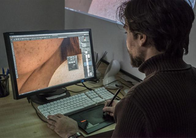 Imagen de una clase del máster de postproducción digital para moda y publicidad