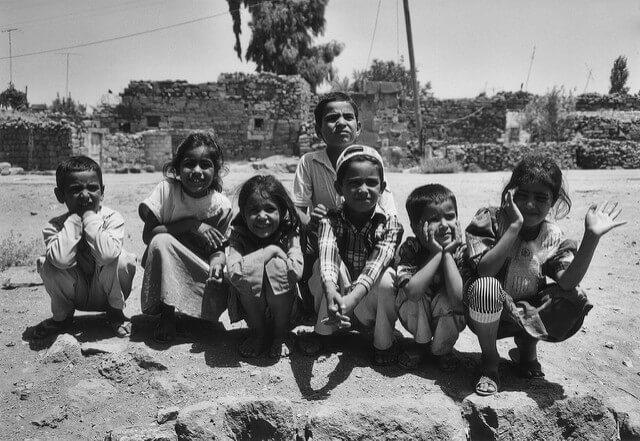 Diferentes ejemplos de fotoperiodismo o fotografía documental. Niños.