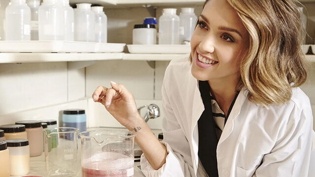 Jessica Alba Honest Beauty linea de maquillaje