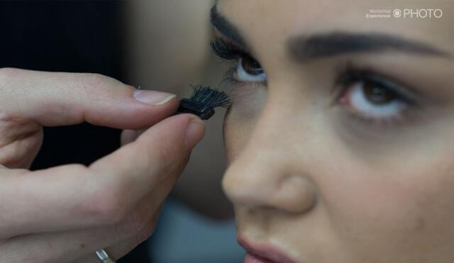 Maquillador trabajando