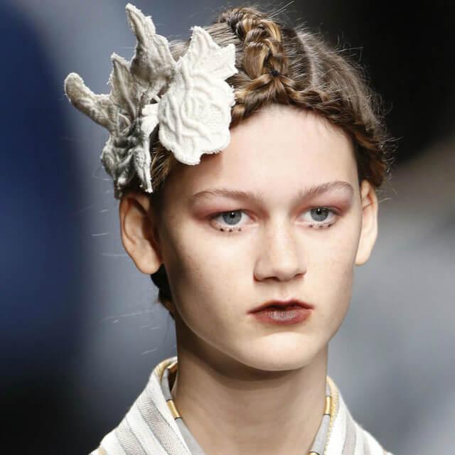 Modelo con labios ombré en el desfile de Juan Antonio Marras de la Milan Fashion Week