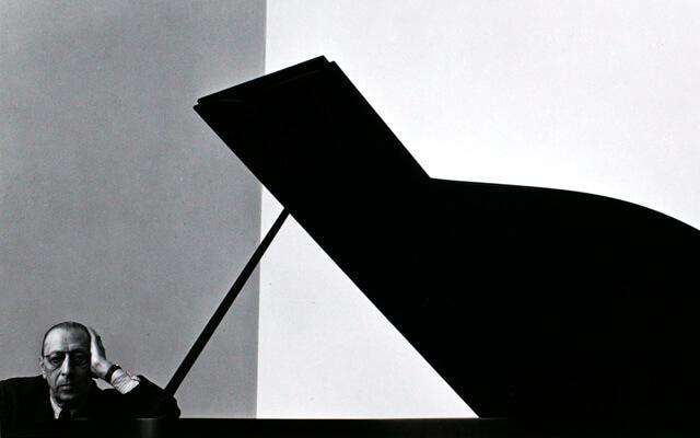 Stravinski y su piano, Arnold Newman | Fuente: Lumiere Gallery