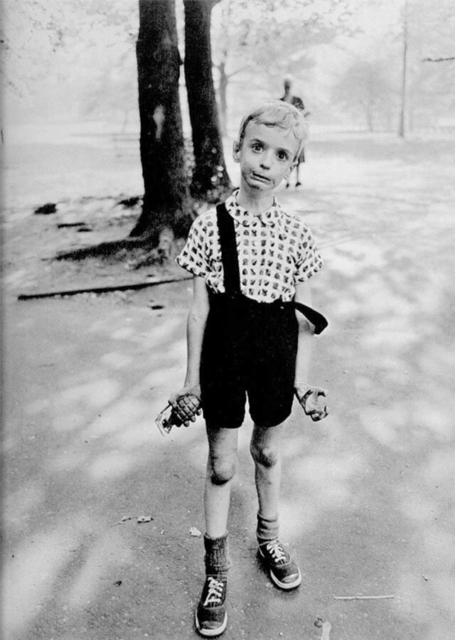Diane Arbus: Child with Toy Hand Grenade in Central Park | Fuente: Wikipedia