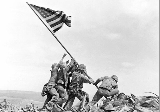 Raising the Flag on Iwo Jima, Joe Rosenthal | Fuente: educahistoria.com