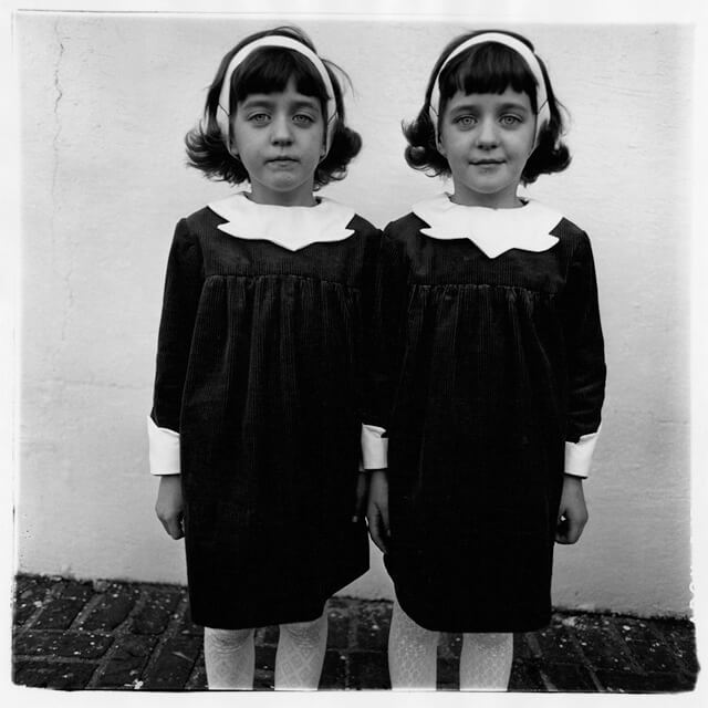 Diane Arbus Identical Twins, Roselle, New Jersey, 1967 | Fuente: Wikipedia