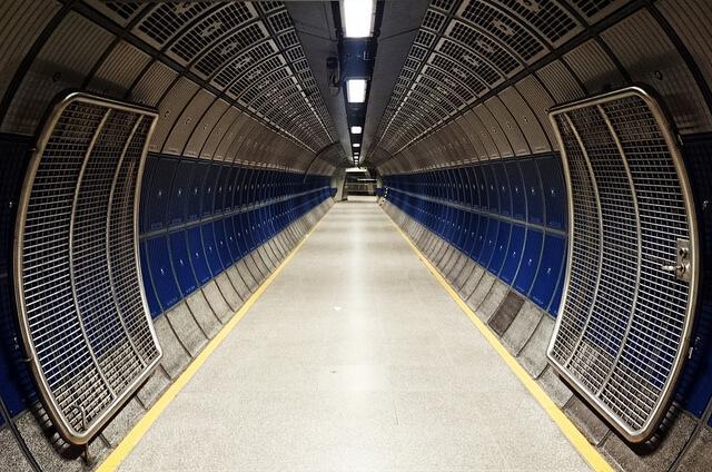 London Tube corridor | Carlos ZGZ Fuente: Flickr