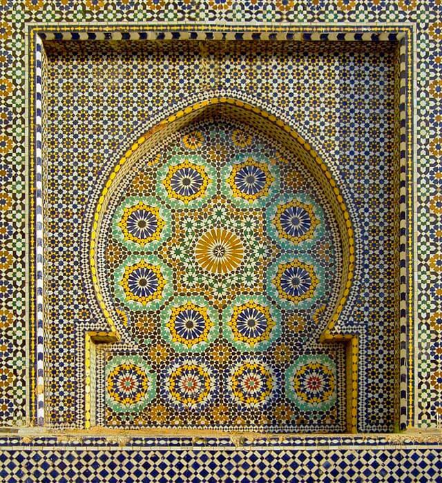 Los mosaicos suelen componerse de elementos geométricos y ser simétricos | Carlos ZGZ Fuente_ Flickr