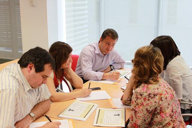 El trabajo en grupo es una de las experiencias más enriquecedoras de un curso presencial | Gonzalo Álvarez Marñón Fuente: Flickr