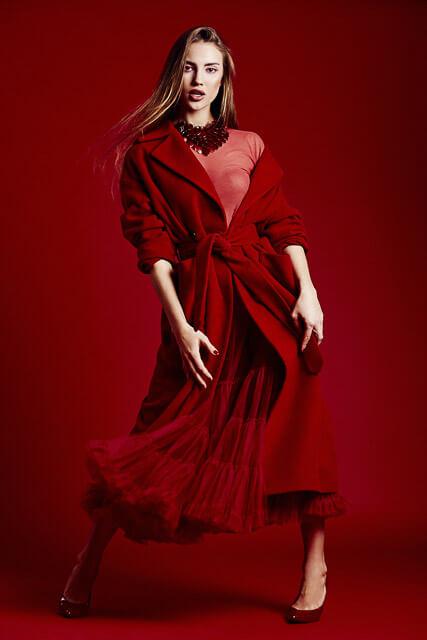 Editorial en rojo para revista de moda