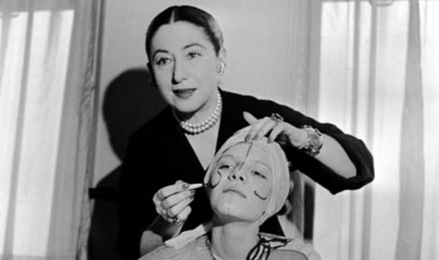 Helena Rubinstein maquillando a principios de siglo