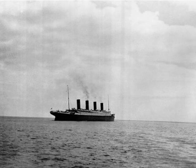 La última fotografía tomada del Titanic abandonando el puerto. Uno de los grandes momentos de la historia.