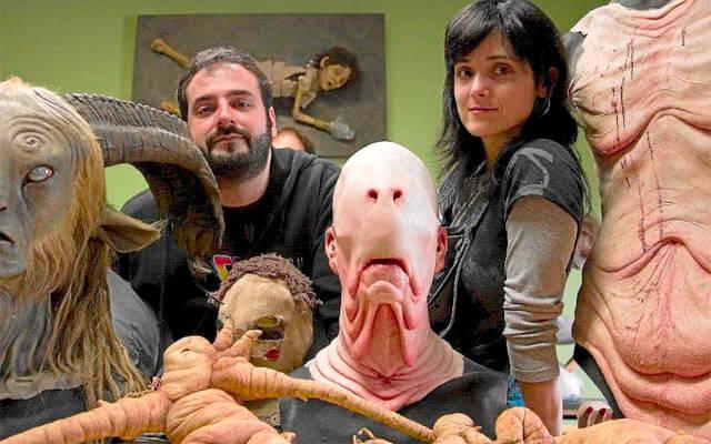 David Martí y Montse Ribé junto a algunas de sus creaciones de maquillaje y efectos especiales, una de las disciplinas artísticas del maquillaje profesional