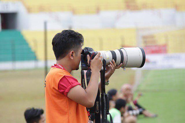 Fotoperiodista en un partido