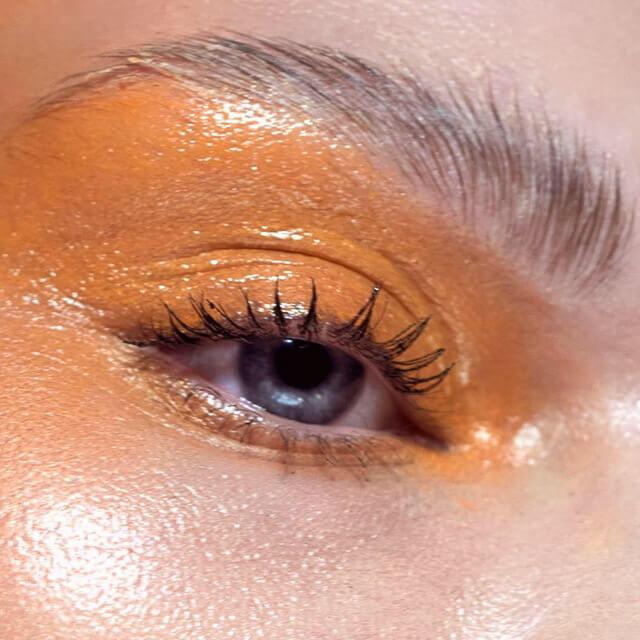 ojos tonos naranjas