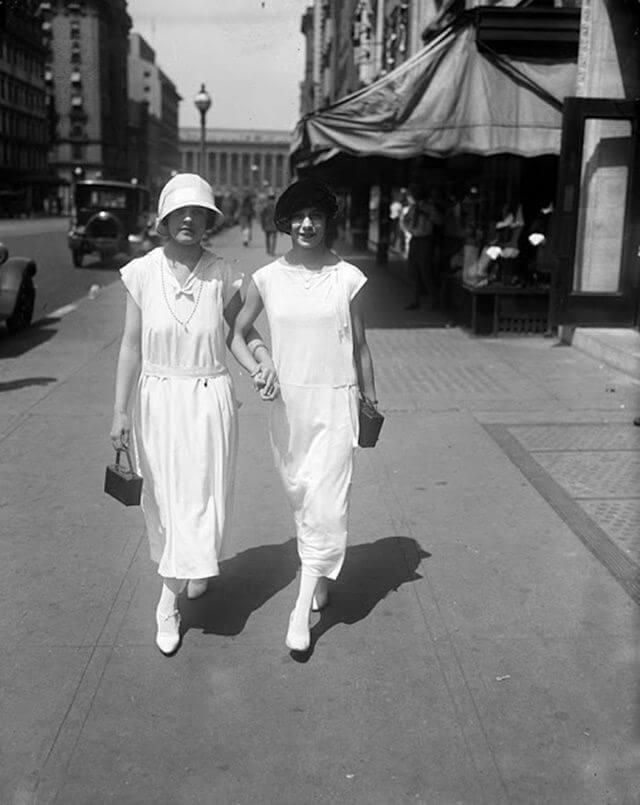 Mujeres en la calle en 1924