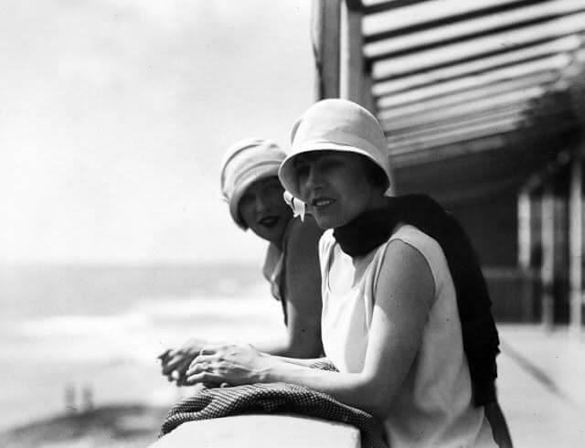 Mujeres ejemplo de cómo era la moda de los años 20