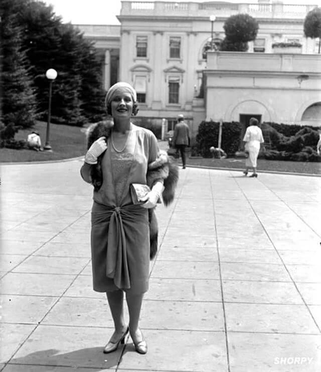 Mujer ejemplo de cómo era la moda de los años 20