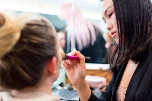 Prácticas de maquillaje en Workshop Experience