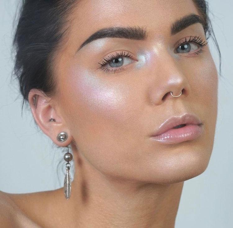 Maquillaje holográfico by Linda Hallberg