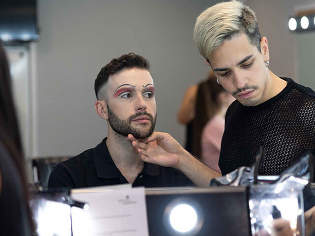 Maquillaje creativo de teatro.