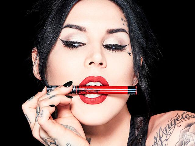 Kat Von D tatuadora profesional.