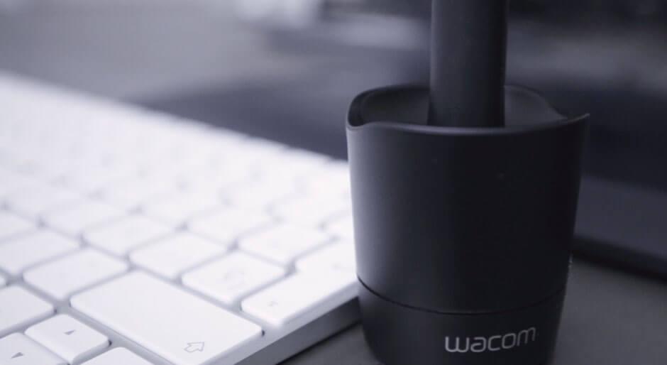 Peana de lápiz de retoque Wacom.