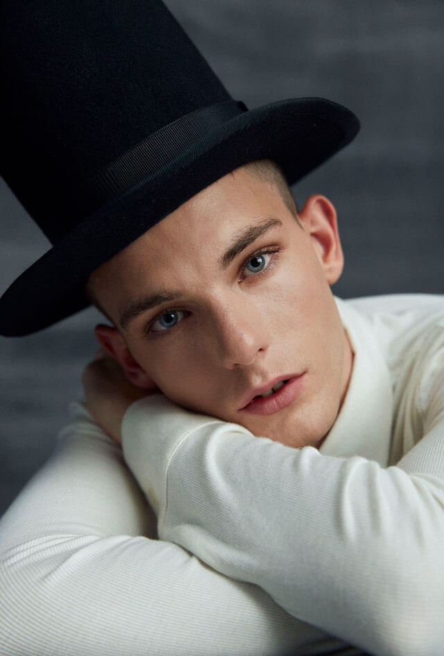 Hombre con sombrero de copa.